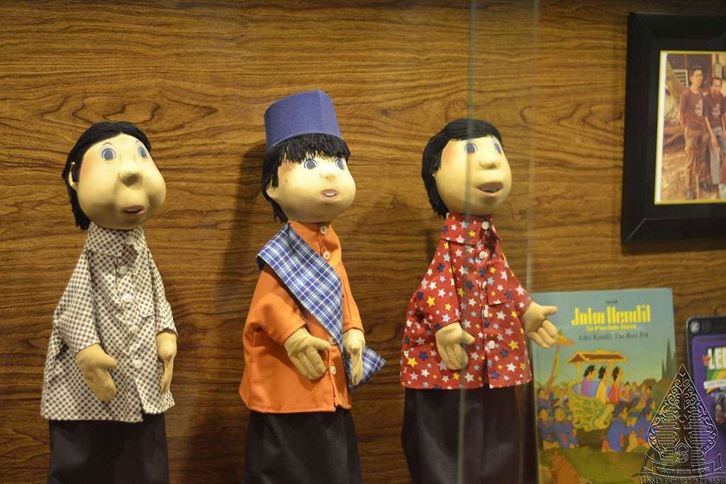 Boneka Si Unyil dan Penduduk Desa Sukamaju