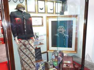 Kostum dan Karya Pak Raden