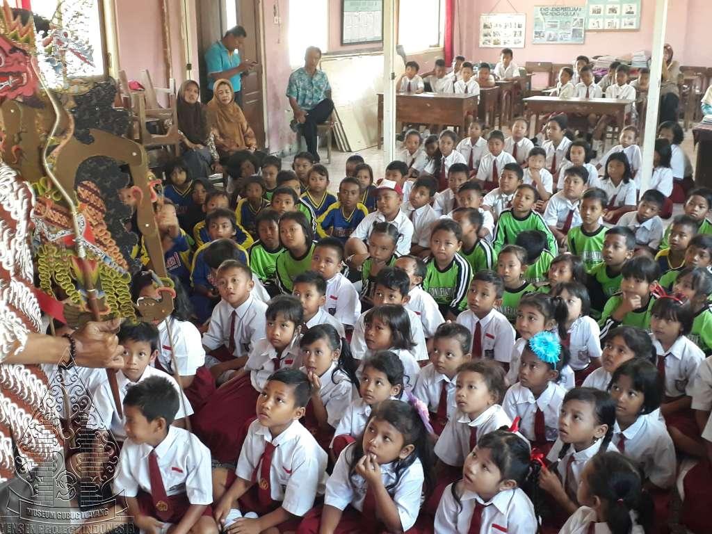 Wayang goes to school Gedeg